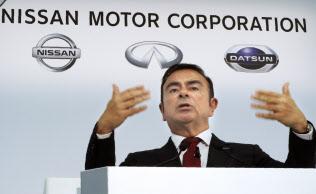 日産・ルノー連合は世界4位の自動車メーカーとなったが……(写真は2015年3月期決算を発表するゴーン氏、5月13日、横浜市)