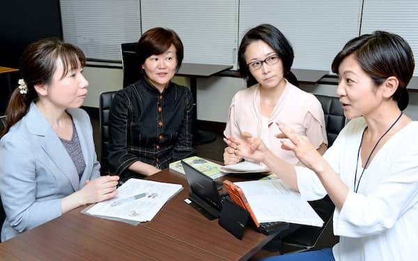 女性士業プロジェクト「ソフィアネット」の(左から)藤田、木村、石井、平林の各氏(東京都中央区)