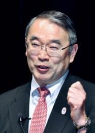 講演するNECの遠藤社長(8日午後、東京・大手町)