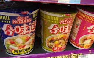 中国版カップヌードル「合味道」は若い世代に人気だ(広州市の小売店)