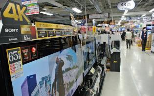 4Kテレビは売り場の前面に並ぶ(都内の家電量販店)