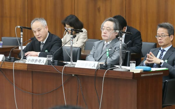 立憲学派の流れをくみ、安保法案を違憲と言い切った長谷部教授(左)