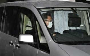 送検のため、ジュリー・ハンプ容疑者を乗せ警視庁原宿署を出る車(19日午前8時54分)=共同
