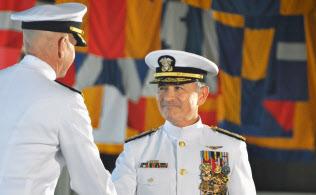 5月27日、ハワイでの米太平洋軍司令官の交代式で登壇するハリス氏=共同