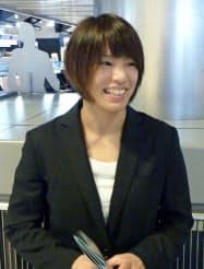 柔道のグランプリ大会出場のため成田空港から出発する松本薫(30日)=共同