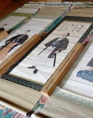 高知県立坂本龍馬記念館に寄託された龍馬の肖像画。上部に東郷平八郎の言葉が書かれている(同館提供)=共同