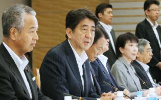 6月30日の経済財政諮問会議・産業競争力会議合同会議であいさつする安倍首相