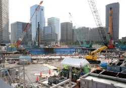 東京湾岸ではマンションの建設工事が進む(東京都中央区)