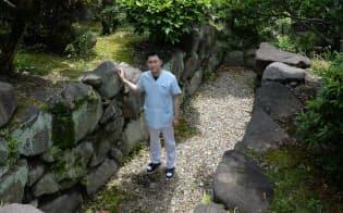 歯科医師の山崎さん宅敷地内にある大藪古墳の石室(大阪府東大阪市)