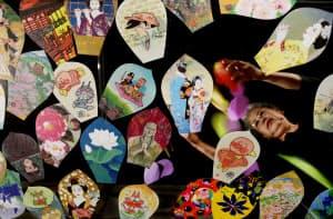 花鳥風月やおなじみのキャラクターなどが法要を彩る