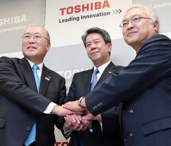 東芝の歴代社長。(左から)西田厚聡、田中久雄、佐々木則夫の各氏