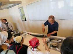 兵庫県漁連が開く料理教室では漁業者が講師になることも