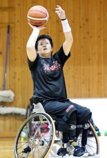 女子日本代表合宿でシュートを放つ上村