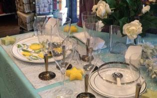 ホームパーティーなどで使う人が増えている使い捨てグラス(東京都世田谷区のBEST WISHES SEIJO店)