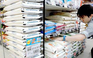 店頭に並ぶ宮崎産コシヒカリの新米(都内のスーパー)