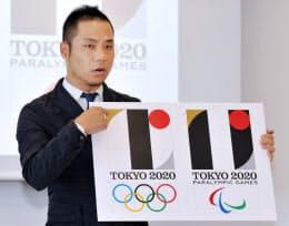 2020年東京五輪のエンブレムについて記者会見する佐野研二郎氏(5日午前、東京都港区)