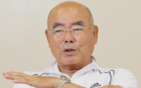 インタビューに答える中村順司・元PL学園高監督