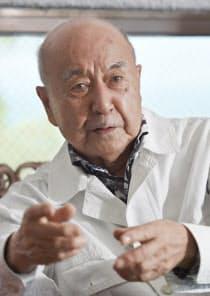 流政之(ながれ・まさゆき)氏 長崎市生まれ。立命館大在学中に海軍飛行科予備学生になり、零戦パイロットとなる。戦後、彫刻家として世界的に活躍し、「サムライアーティスト」として知られる。「地方の助っ人」を自認し、離島や地方でも数多くの作品を手掛ける。92歳。