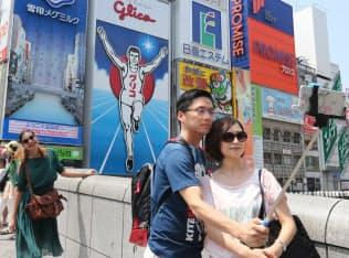 戎橋は外国人に人気の撮影スポット(大阪市中央区)