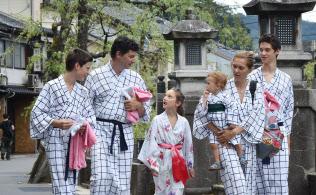 通な外国人は日本の温泉を堪能