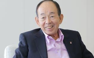 槍田松瑩(うつだ・しょうえい) 1943年2月生まれ。 東大工卒。2002年、社員が逮捕された不正入札事件により前経営陣が引責辞任した後を受ける形で三井物産社長に就任。経団連の副会長、日本貿易会の会長も務めた。2012年、日経電子版の経営者ブログの中で、学生が学業に専念できるよう、長期化した就職活動の改革を提唱した。現在は三井物産の顧問として在籍し、今年6月には国際大学の理事長にも就任した。