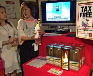 売店に外国語が話せる従業員を配置し、商品の特徴を伝える(白鶴酒造資料館)