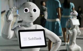 ソフトバンクのヒト型ロボット「ペッパー」(2014年6月、千葉県浦安市)