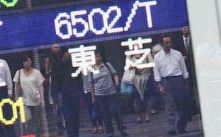 取引される東芝の株価を示すボード(7日午前、東京・八重洲)