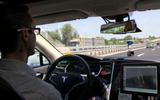 ボッシュの自動運転車は高速での車線変更もスムーズだ(独南部シュツットガルト郊外)