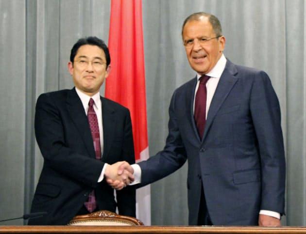 北方領土交渉、ロシアは強硬姿勢 日ロ協議、来月再開 (写真=共同) :日本経済新聞