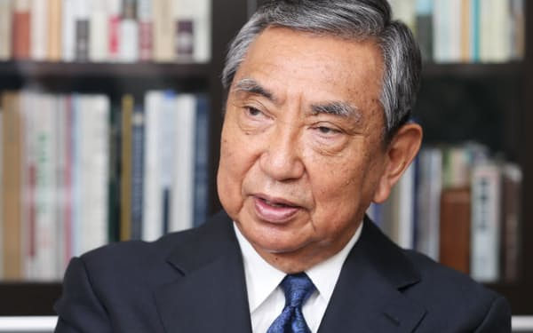 河野氏は宮沢首相を官房長官として支えた