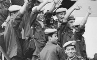 日本はカンボジア内戦後の国づくりを支援するため、国連平和維持活動(PKO)へ初めて自衛隊を派遣した(1992年10月、愛知・小牧基地)