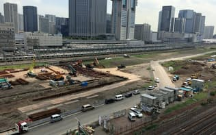 京急の本社の窓からは山手線の新駅周辺の再開発エリアが見渡せる(東京・港)