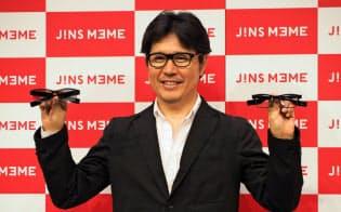 JINS MEME(ジンズ・ミーム)を発表するジェイアイエヌの田中仁社長