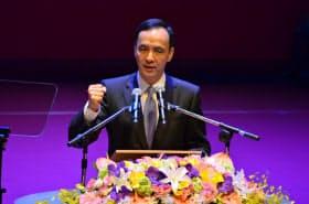 臨時党大会で演説する国民党の朱立倫主席(17日、台北市)
