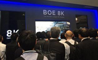 液晶パネルで中国勢の存在感が高まっている(シーテックジャパン2015のBOEのブース=千葉市)