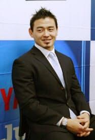 取材に応じるラグビー日本代表の五郎丸歩選手(26日、静岡県磐田市)=共同