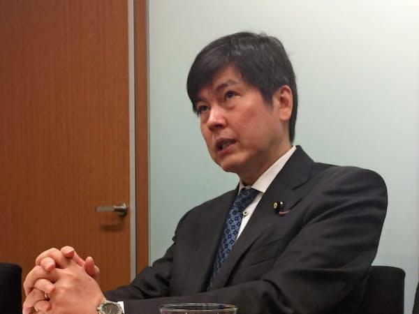 インタビューに答える水野氏。みんなの党の解党の際、幹事長として対処にあたった