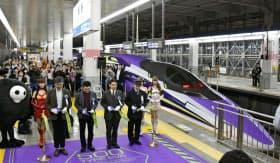 アニメ「新世紀エヴァンゲリオン」のデザインをあしらった500系山陽新幹線こだま号の出発式(7日午前、JR博多駅)=共同