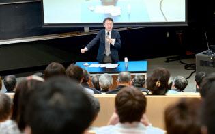 基調講演する東京工業大の池上彰教授