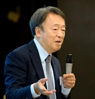 いけがみ・あきら ジャーナリスト。東京工業大学リベラルアーツセンター教授。1950年(昭25年)生まれ。73年にNHKに記者として入局。94年から11年間「週刊こどもニュース」担当。2005年に独立。主な著書に「池上彰のやさしい経済学」(日本経済新聞出版社)「いま、君たちに一番伝えたいこと」(同)。新著「池上彰の18歳からの教養講座」(同)。長野県出身。65歳