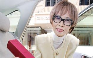 森本早苗さんは自家用車で顧客を回る(東京・銀座)