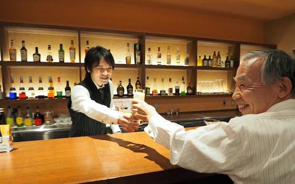 施設内のバーで気軽にお酒を楽しめる(スマートコミュニティ稲毛)