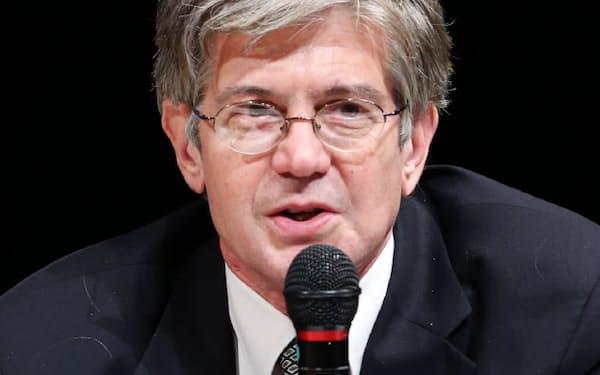 パネル討論で発言するジェームズ・スタインバーグ元米国務副長官(24日、東京・大手町)