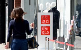 ユニクロ銀座店の看板(東京都中央区)