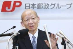 トール社の買収について記者会見する日本郵政の西室社長(2015年2月)