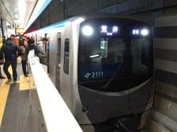 東西線は初日から多くの人が乗車した(6日、仙台駅)