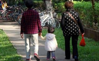 中国政府は「一人っ子政策」を転換し、第2子の出産を容認する政策を実施した