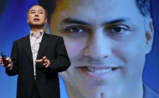 ニケシュ・アローラ副社長について「最重要な後継者」と発表するソフトバンクグループの孫社長