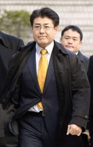判決公判のため、ソウル中央地裁に入る産経新聞の加藤達也前ソウル支局長(17日)=共同